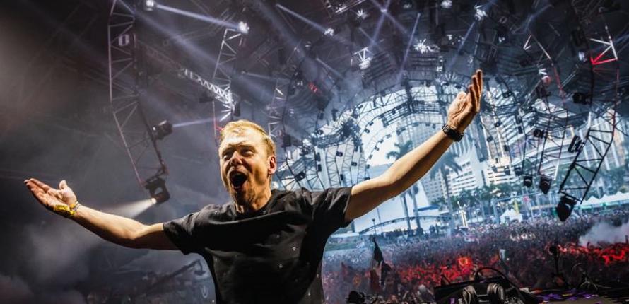 Armin van Buuren během A State Of Trance 850 Miami